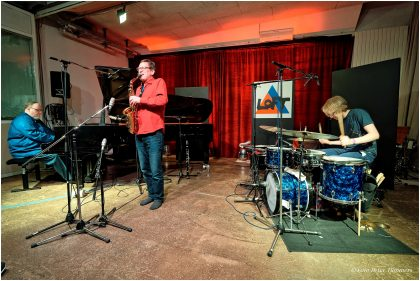 Duo Nabatov – Gratkowski + special guest: Dominik Mahnig 11.4.2017 Simon Nabatov - piano ; Frank Gratkowski - sax ; Dominik Mahnig - drums © Peter Tümmers