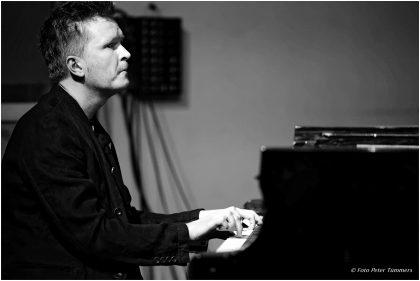 Kristjan Randalu 11.3.2017 Petros Klampanis: CHROMA: Kristjan Randalu - piano ; Petros Klampanis - bass ; Bodek Janke - drums & percussion © Peter Tümmers