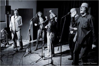 23.09.2015  VocColours: vier freie Stimmen - Gala Hummel, Brigitte Küpper, Iouri Grankin und Norbert Zajac plus Carl Ludwig Hübsch - Tuba und Stimme  © Peter Tümmers