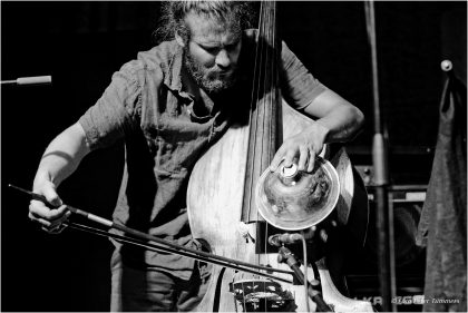 Pascal Niggenkemper 26.06.2015 Zoubek - Niggenkemper - Andrzejewski Philip Zoubek - piano, Max Andrzejewski - drums, Pascal Niggenkemper - bass © Peter Tümmers