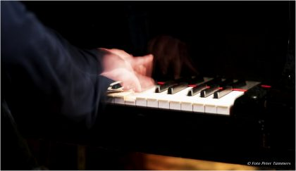 12.12.2014  Nabatov - Bell - Carniaux - Dudek - Oetz - Tegen Simon Nabatov - piano, Dirk Bell - guit., Ryan Carniaux - trp., Gerd Dudek - ts., Joscha Oetz - bass, Nils Tegen - dr © Peter Tümmers