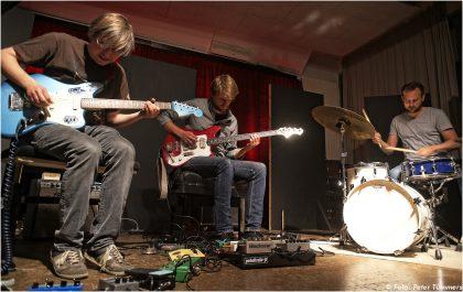 19.06.2014 Tobias Hoffmann Trio: Tobias Hoffmann - guit. ; Frank Schönhofer - bass ; Etienne Nillesen - dr © Peter Tümmers