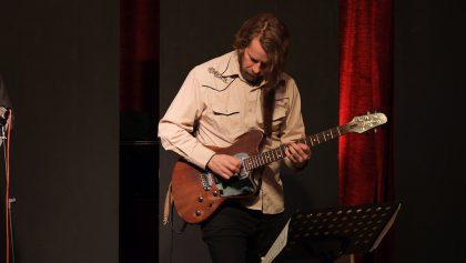 Kalle Kalima 11.12.2016 Z-Country Paradise Jelena Kuljic (SRB) - voice ; Frank Gratkowski (D) - alto sax, bass clarinet ; Kalle Kalima (FIN) - guitar ; Oliver Potratz (D) - electric bass ; Christian Marien (D) - drums