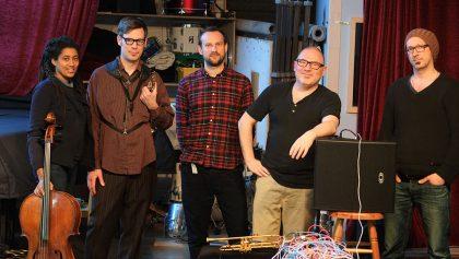 21.2.2017: MollNillesen trifft URGE Trio Köln-Chicago-Koalition vl: Tomeka Reid, Christoph Erb, Etienne Nillesen, Udo Moll, Keefe Jackson