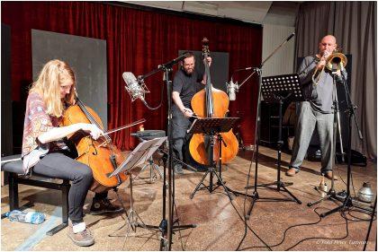 Emißatett - Mittwoch 30. November 2016 ; Elisabeth Coudoux - Cello, comp. Matthias Muche - Posaune Robert Landfermann - Kontrabass © Peter Tümmers