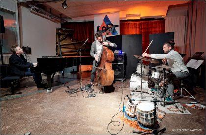 Petros Klampanis: CHROMA -  Samstag 11. März 2017 ; Kristjan Randalu - piano Petros Klampanis - bass Bodek Janke - drums & percussion © Peter Tümmers