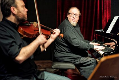 "Gareth Lubbe und Simon Nabatov 21.11.2015 ""Still crazy after all these years"" 25 years Cologne: The music of Simon Nabatov 4. Konzertprogramm ""In Chambers"" Simon Nabatov - piano, Gareth Lubbe - viola, Ben Davis - cello © Peter Tümmers"
